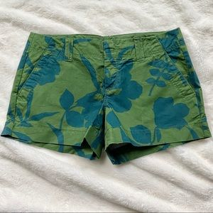 LIKE NEW Green Floral Pattern Shorts, Size 6
